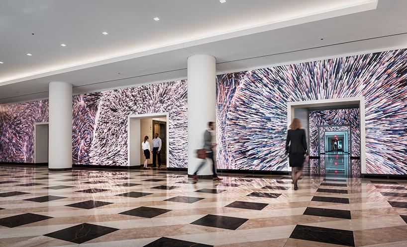 Instalação em edifício comercial americano interage com o movimento
